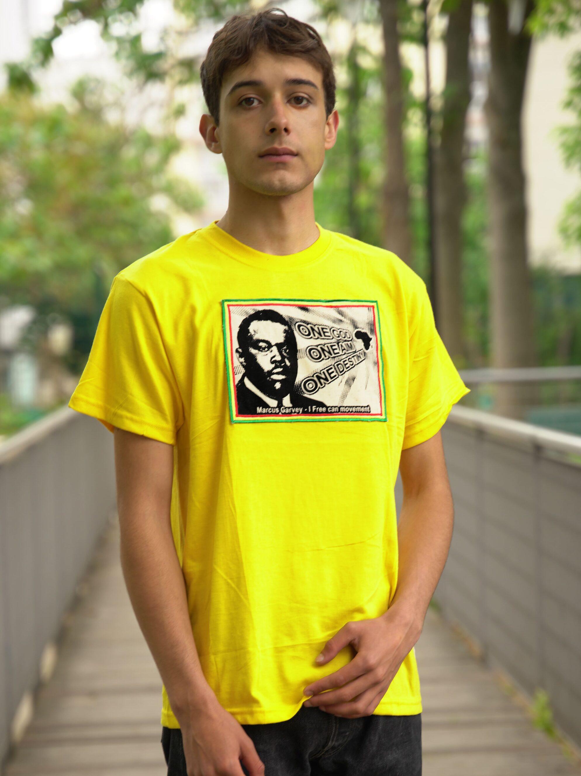 T.Shirt Marcus Garvey - one god one aim one destiny jaune-M