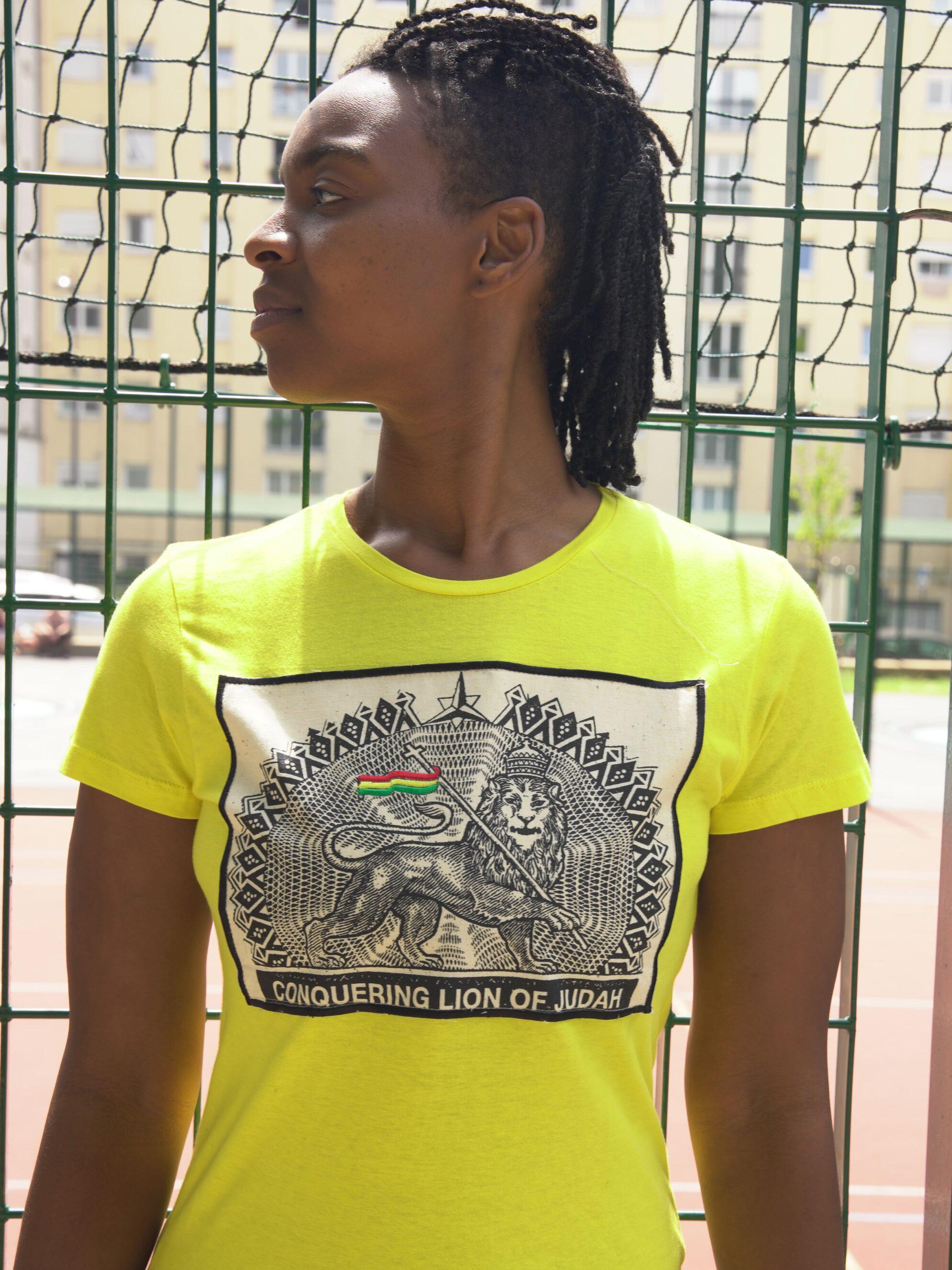 T.Shirt Conquering Lion of Judah jaune